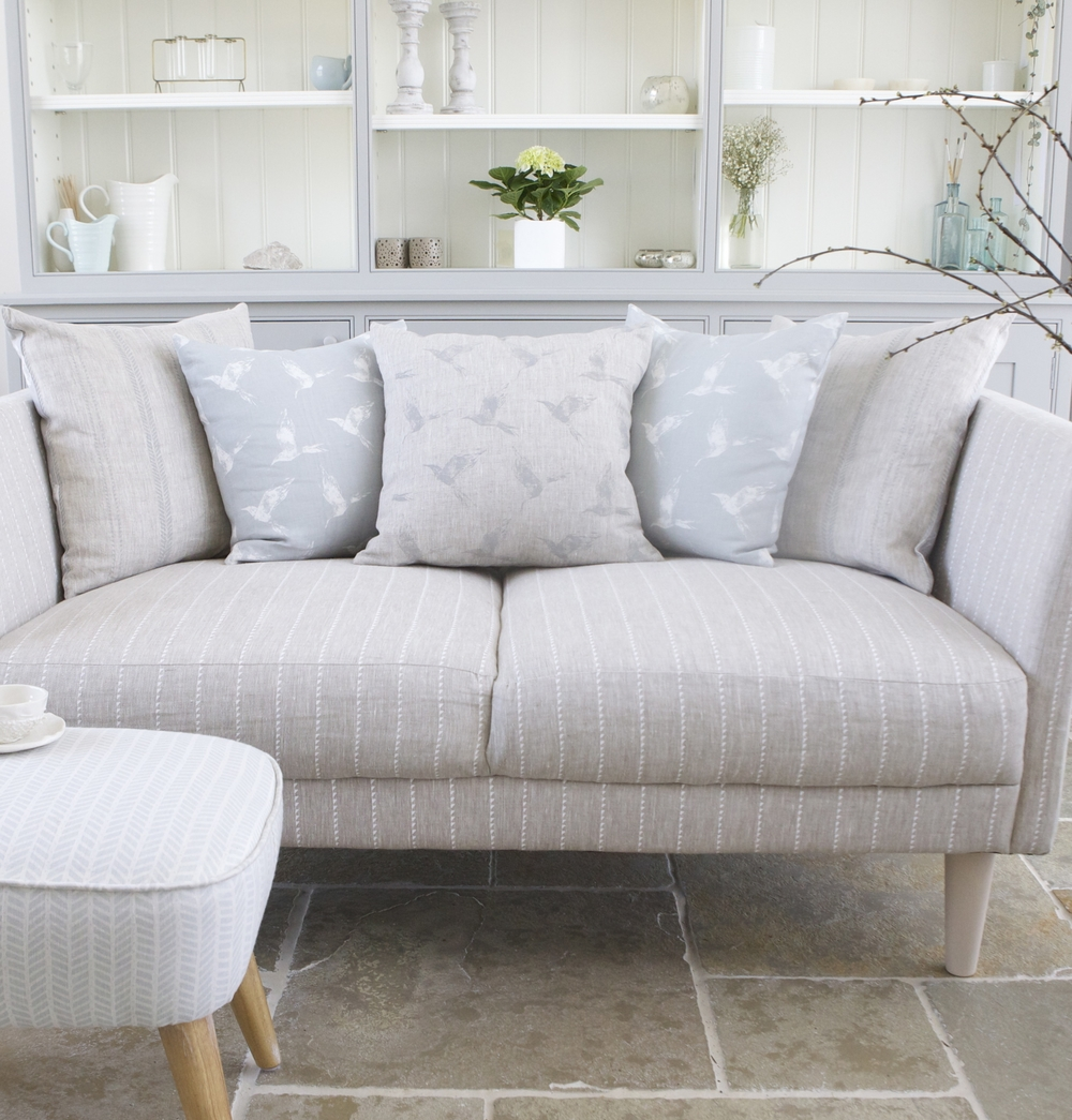 RESTFUL INTERIOR SCHEME USING DEW BLUE & NATURAL LINEN PRINTS