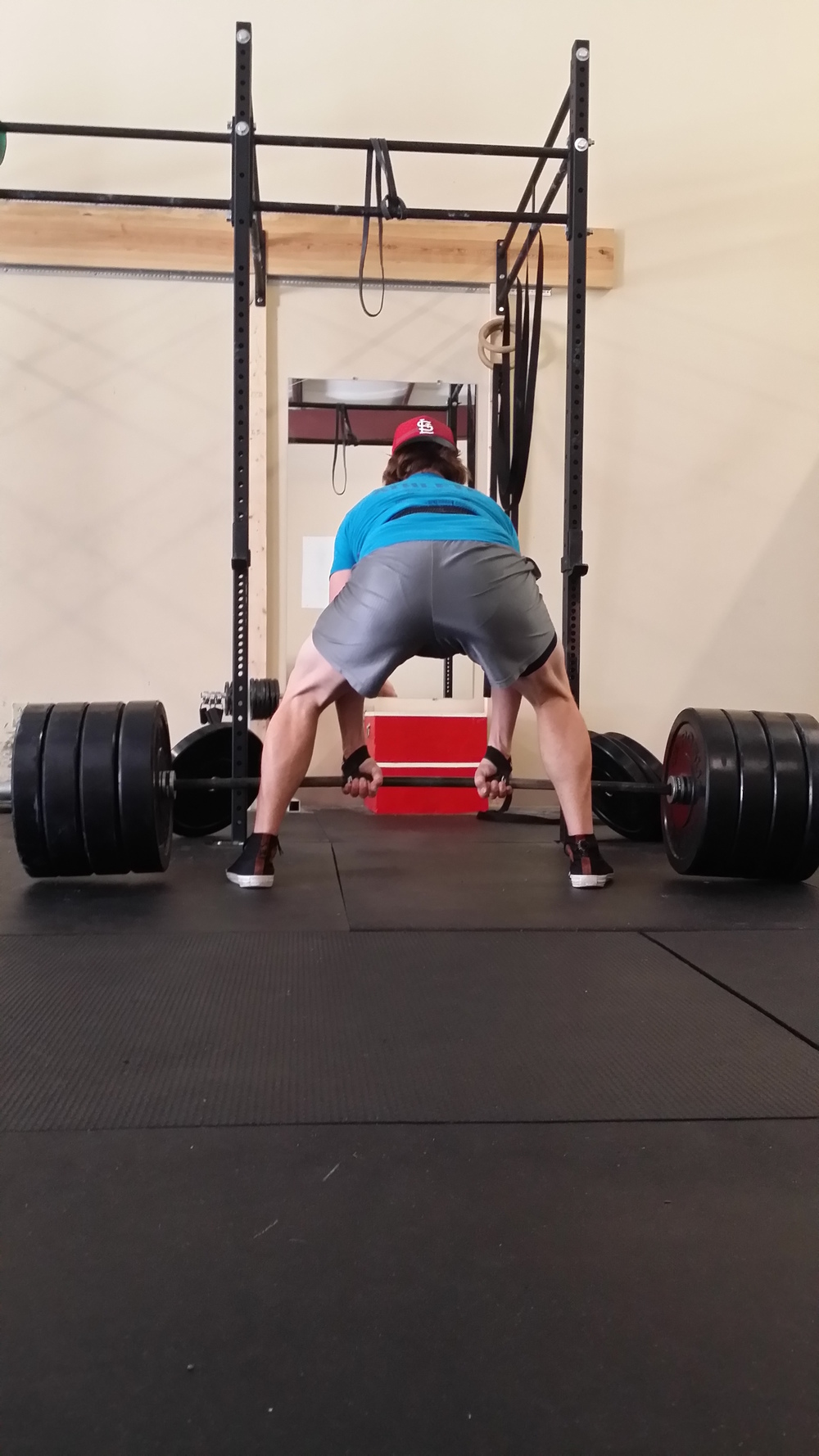 sumo deadlift.jpg