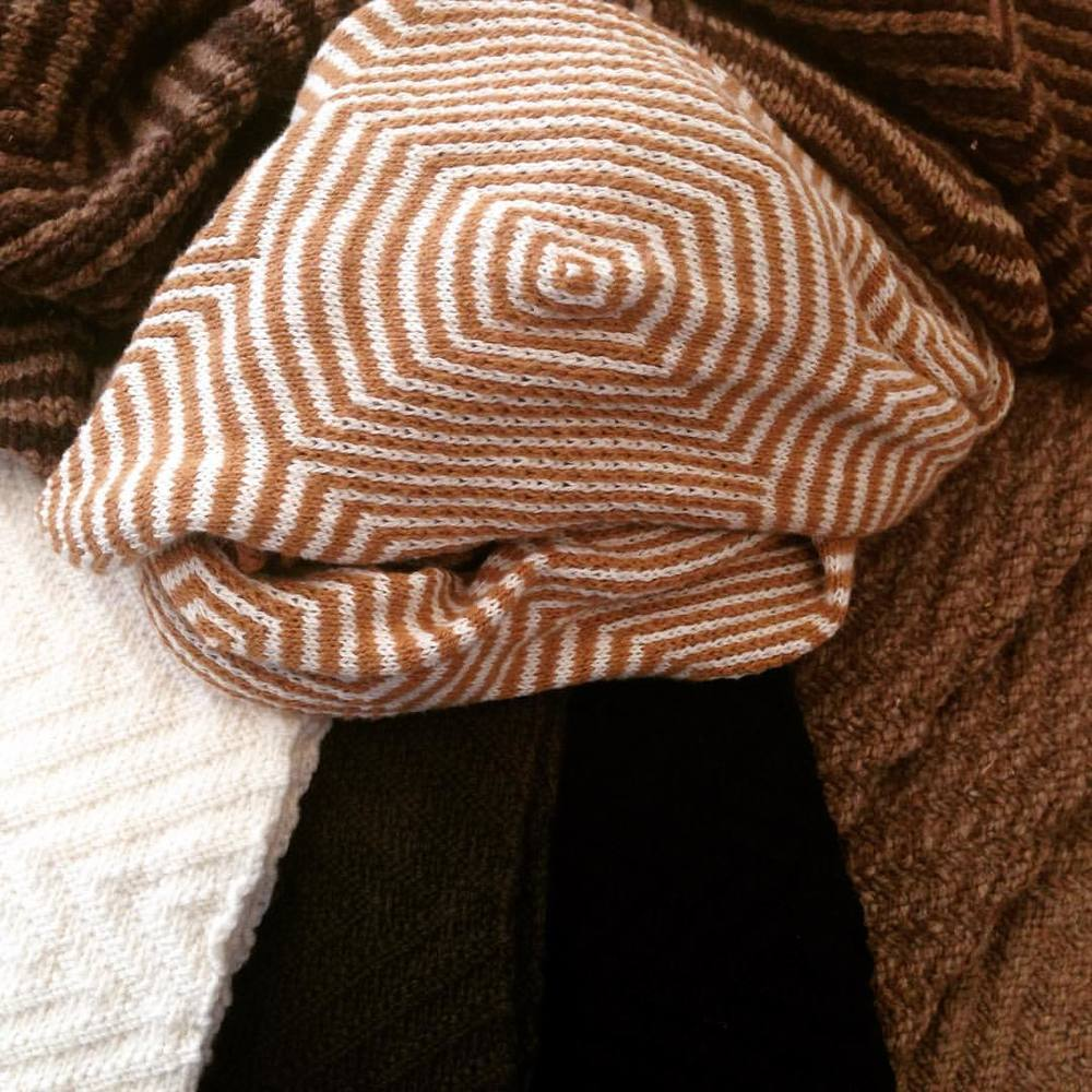 All these beautiful natural neutrals!!! Oakland designer @Myrrhia scarves, cowls with @sallyfox merino wools, @GOTS organic wools!!! #myrrhia #sallyfox  #textiletechnology #artisan #collaboration #calistyle #kosaarts #shoplocaloakland #oakland  (at KOSA ARTS)