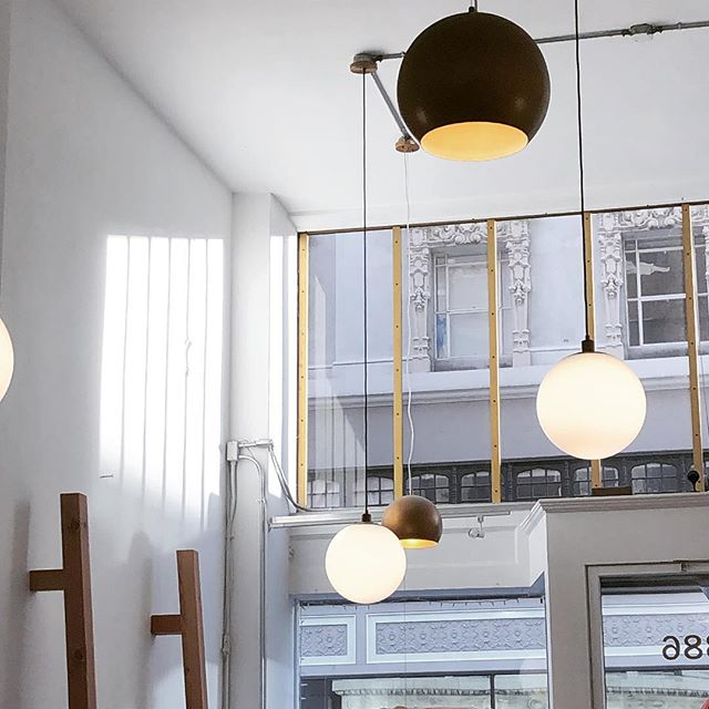 It is the space allowed that lets us take a breath. . . . #spaces #interior #lettherebelight #openspace #lighting #architecture #minimalstyle #visualmerchandising #oaklandboutique #uptownoakland #keepitoakland18 #shopoakland #mariekondo #buylessbuybetter