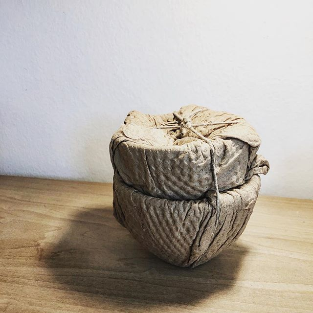 Brown paper packages ties up in string...😘 @kucahome for singing praise of this satisfying bundle from @kelleyraeburnett  I confess, when beautifully crafted pieces arrive, I savor the unveiling. More to reveal soon✨ what do you savor? . . . #ecopackaging #minimalstyle #madeincalifornia #smallbatch #sustainablestyle #slowisfine #pottery #ecostyle #ceramics  #naturalstyle #myfavoritethings  #oaklanddesigner #shopoakland #oaklandboutique #shoplocal #handthrown #womanowned