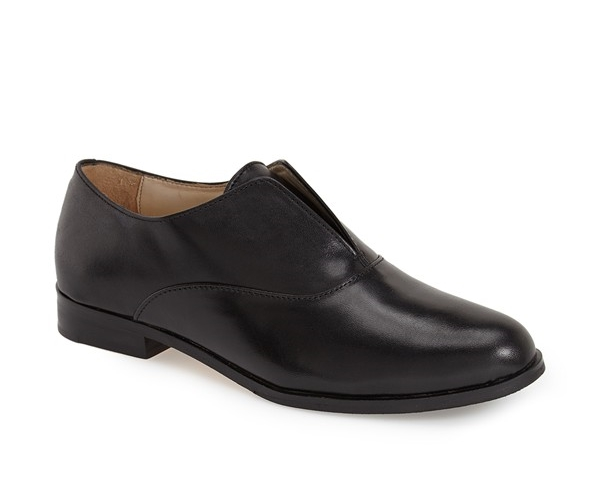 are you thinking too plain? i thought so at first, but really the clean lines make these sophisticated and keep them from being clunky. thumbs up for these in black. by cole haan. available here.