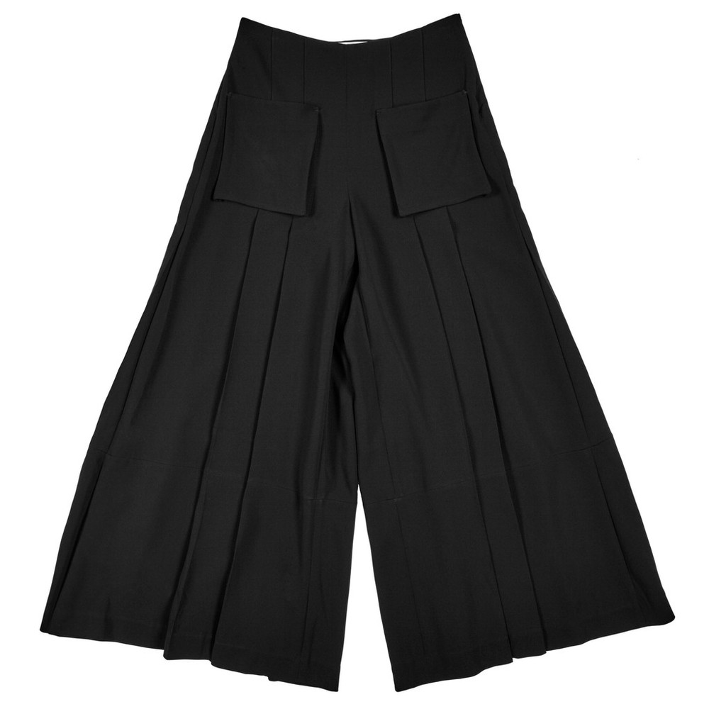 the classic culotte reimagined for the modern woman. the black makes them so wearable while the pleats and standout pockets make them special. i would only do these with a heel, but i can appreciate them with a stellar pair of flats, too. by public school. get them  here.