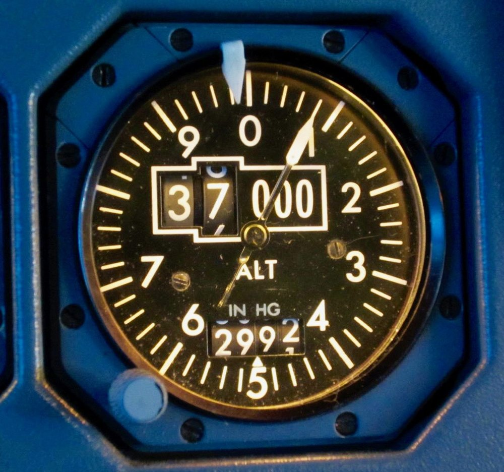 - Standby Airbus Altimeter at Flight Level 370