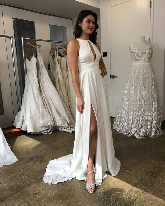 Throwing back to April bridal market and trying on our faves from @rebeccaschoneveld_bridal 😍 The silk twill Lincoln gown deserves all the 💖's!