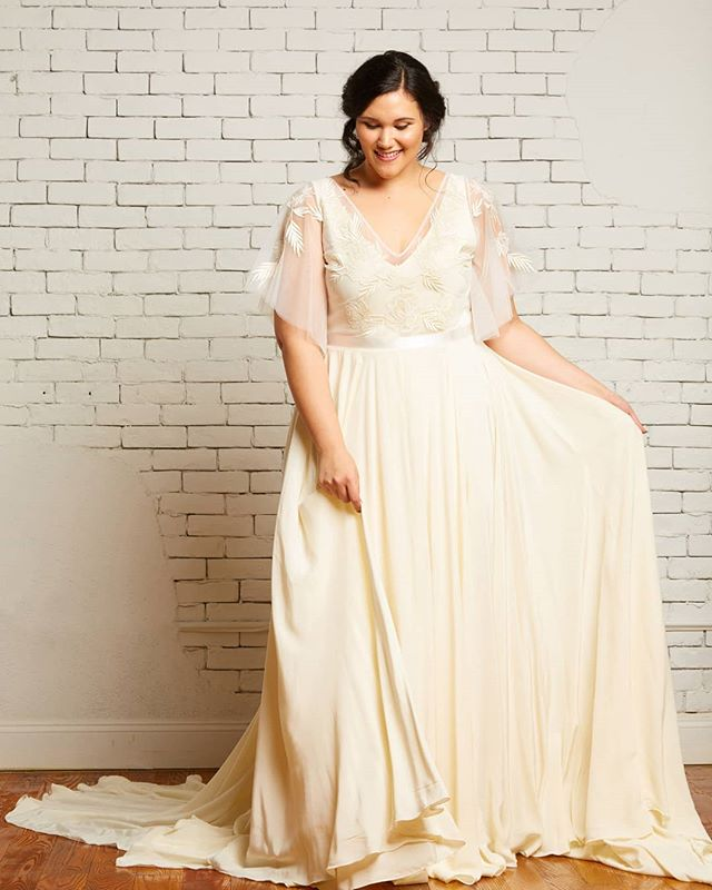 Hey girl hey 😍 The Daphne top and Hudson gown by @rebeccaschoneveld_bridal strike just the right balance of #boho #minimal and #classic  As the flagship shop for Rebecca's collection we have ALL the mix and match options your heart could desire! Make an appointment and come play dress up with us! Finding the exact right look for our brides is what makes our hearts sing 🎵