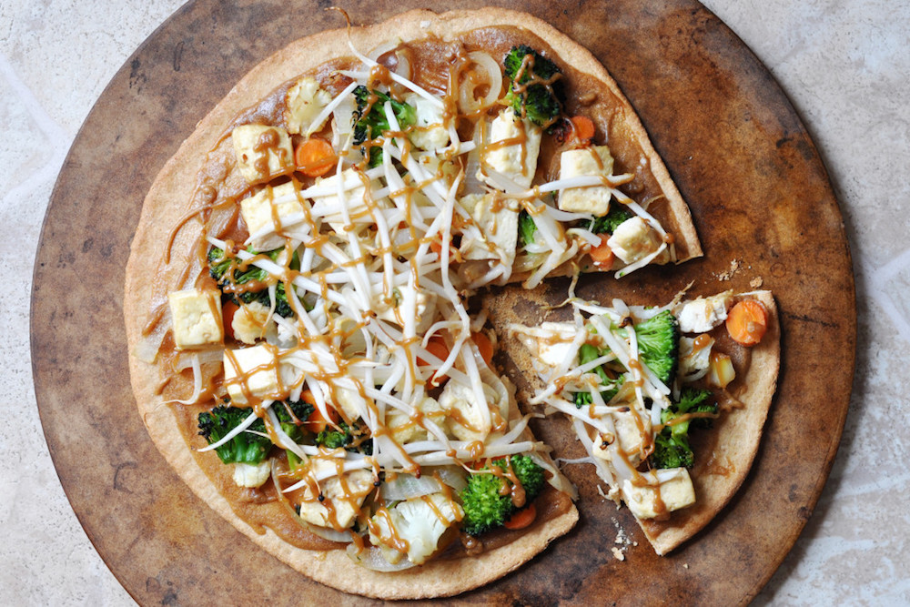 vegan-pad-thai-pizza-colorful-kitchen.jpg