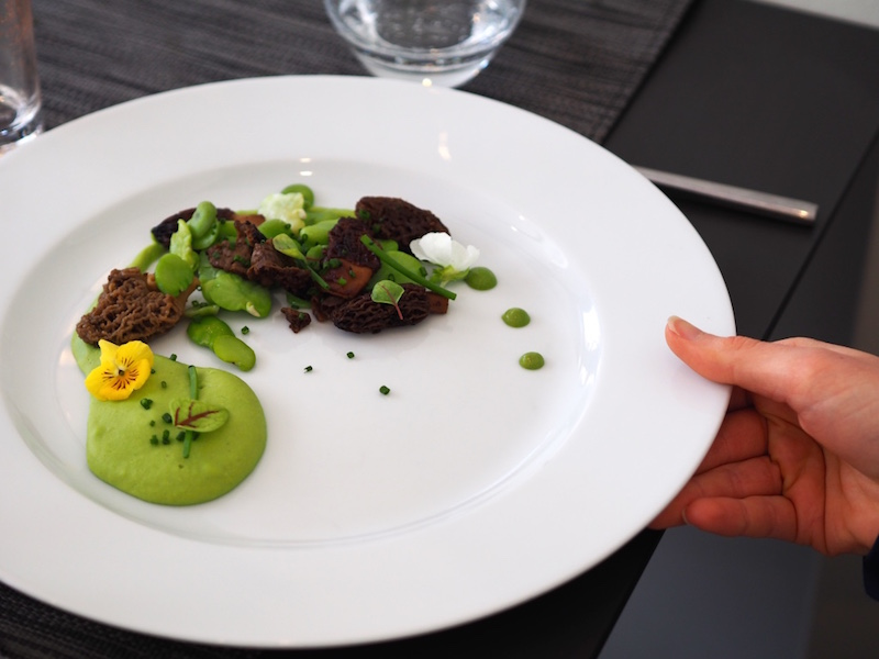 gentle-gourmet-vegetarian-restaurant-review-paris-future-king-queen-lunch.jpg