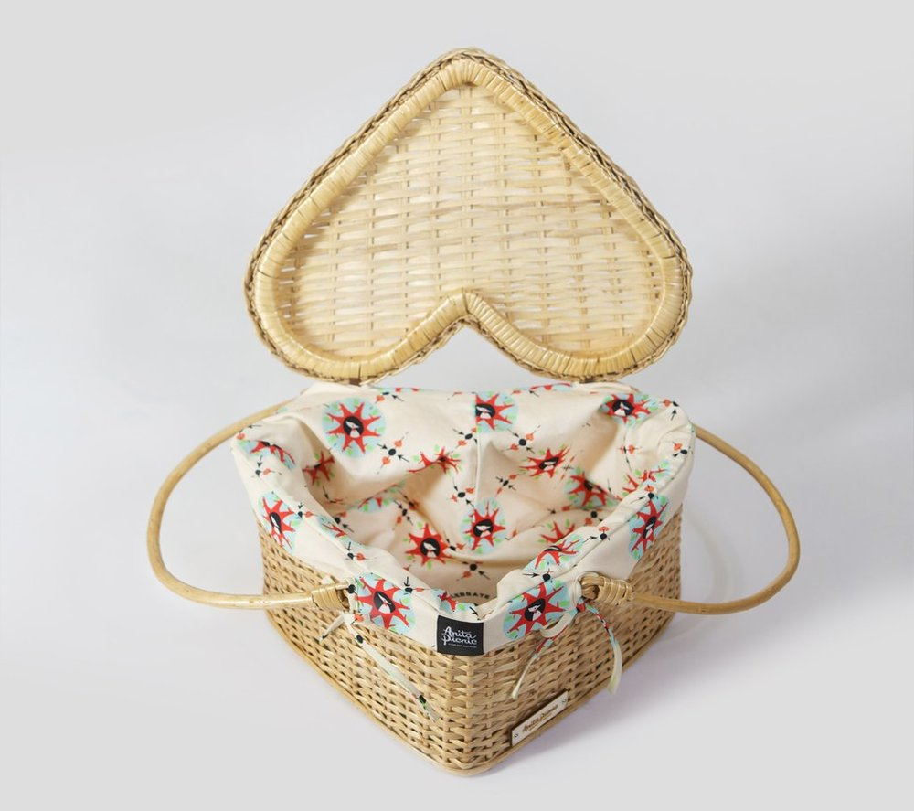 heart-shaped-picnic-basket-ethical-christmas-gift-ideas.jpg
