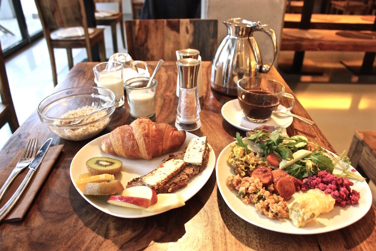 vegan-buffet-breakfast-berlin-almodovar-hotel-vegetarian-friendly-travel-germany.jpg