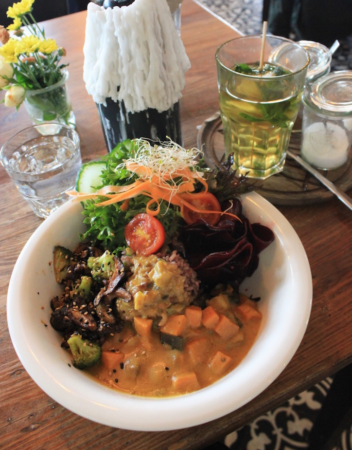 vegan-curry-bowl-veg-food-guide-berlin.jpg