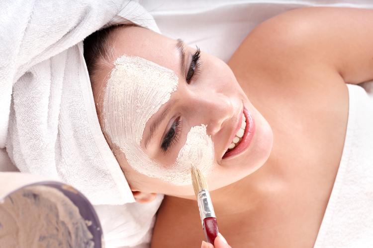 bigstock-Cosmetician-make-mask-to-girl-21176684.jpg