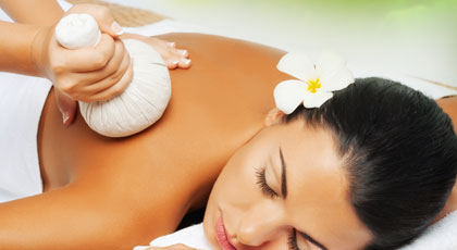 Herbal-Compress-Thai-Massage-1.jpg