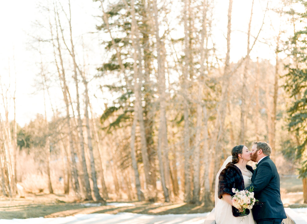 Twin_Owls_Steakhouse-wedding_photographer_Estes_Park_Lisa_ODwyer-733.jpg