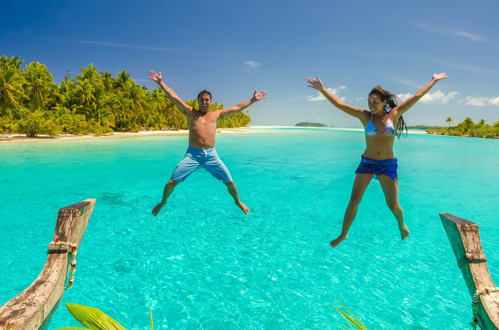 Jumping off the boat with Te Vaka Cruises - Crave Lifestyle wellness retreat in Rarotonga