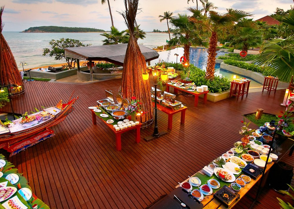 Dinner and entertainment each night - Crave Thailand Retreat