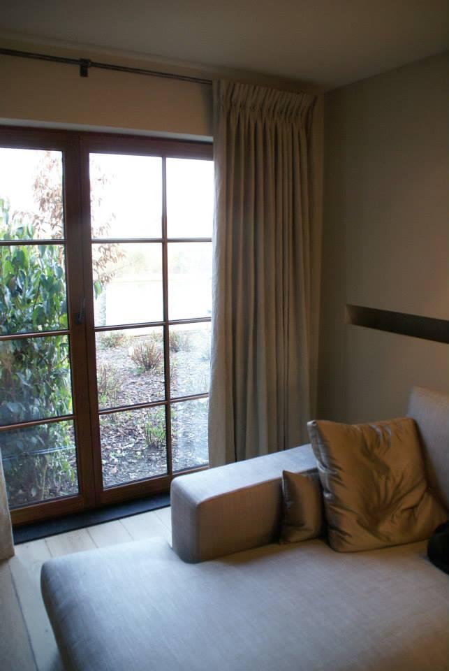 gordijnen en overgordijnen zijn echte sfeermakers in uw woning ze geven uw interieur net dat beetje meer en leveren naast extra sfeer en gezelligheid ook