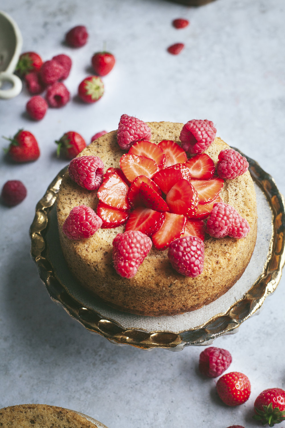 red berries victoria sponge_vegan