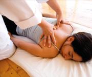 MASAJE SHIATSU. Técnica de Masaje de digitopresión que ayuda a liberar el estrés de acuerdo a puntos energéticos de acupuntura.