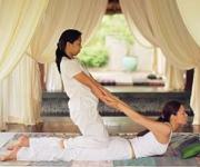 MASAJE TAILANDÉS. Técnica de Masaje que mediante diversos movimientos asistidos por un terapeuta(yoga), ayuda a recuperar el tono múscular; ideal para personas que no hacen ejercicio.