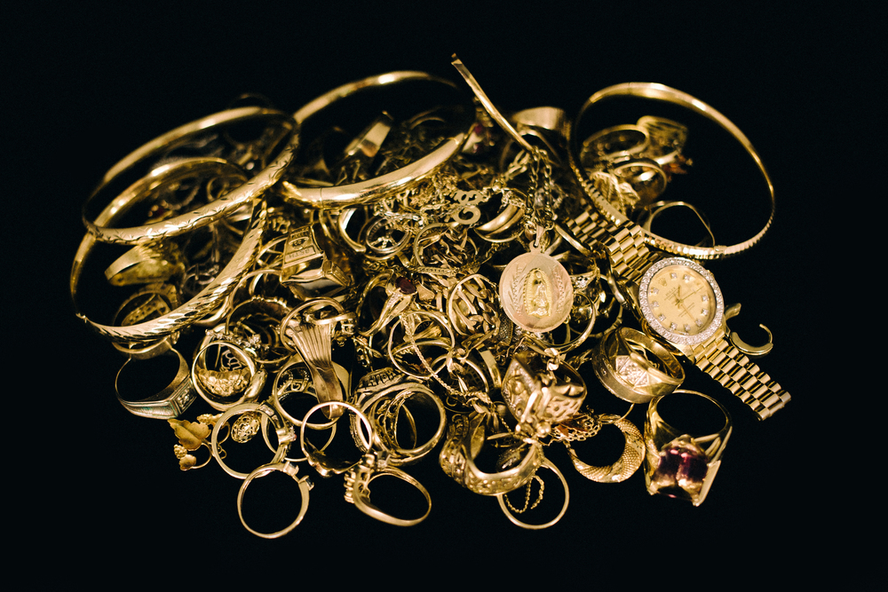 tulsa  oklahoma  silver  coin  holders  shop  book  price guide  experience  showroom  currency  jewelry  bullion  sell  dollar  collection  quality  best  platinum  precious metal  estate  old  silverware  watches  necklaces  valuables  diamonds  loose  certified  uncertified  colored  large  studs  eternity  ITCA  licensed  better business bureau  cosmetic cases  cuff links  money clips  pocket watches  small mirrors  tiny handbags  clutches  lorgnettes (opera glasses)  lighters  pen and pencil sets