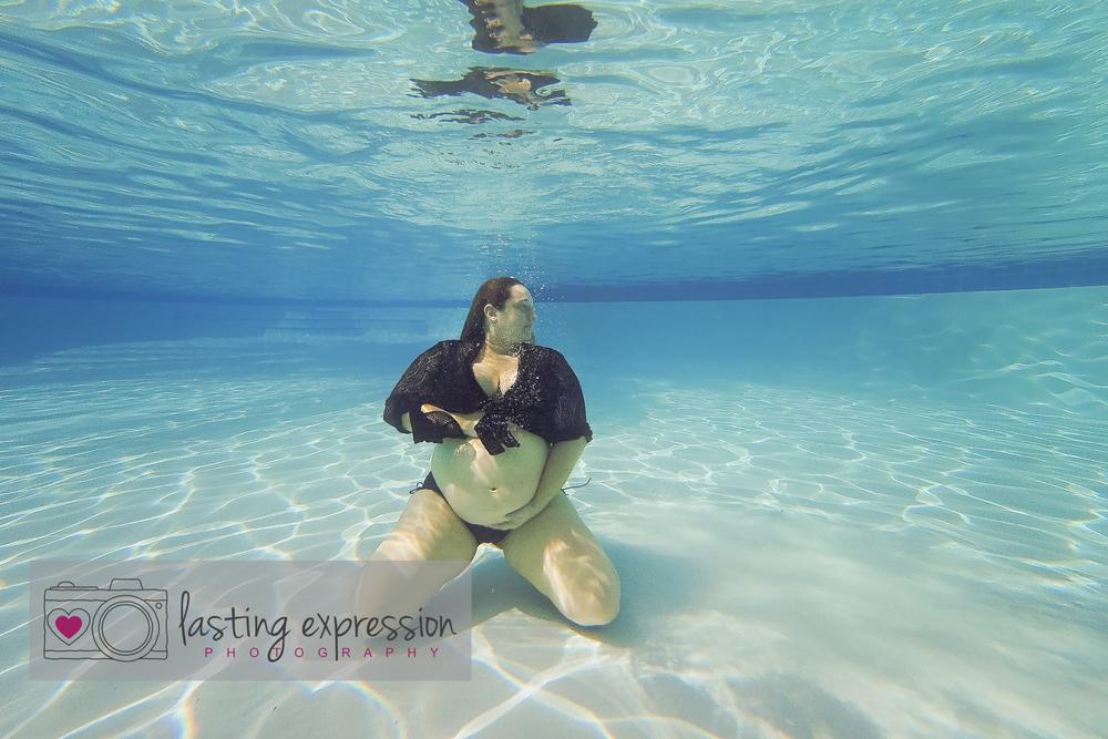underwatermaternity-logo-1.jpg