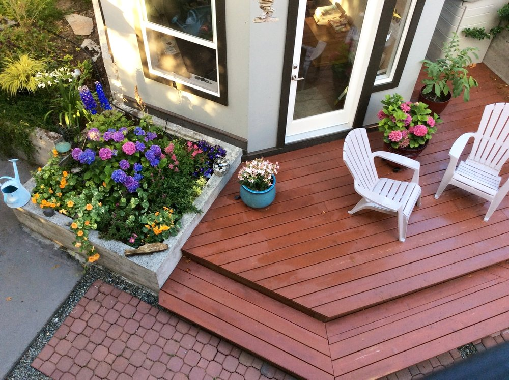 deck garden.JPG