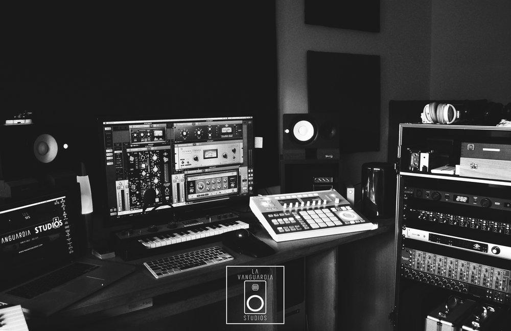 BLANCO y negro estudio.jpg