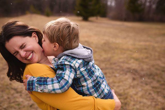 Annnd sometimes they turn on you......  . Mama & Me Sessions Booking now!  Link in Bio!  . . . . . #photographer #photography #familyphotography #familyphotographer #childphotographer #goldenhour #autumn #featurememozi #lightinspired #sunset #dearphotographer #momtog #lifecaptured #adobe #nikon #kenosha #motherhood #momlife #kenoshaphotographer #milwaukeephotographer #lakecountyphotographer #chicagophotographer #kidsofinstagram #kids #engineerseyephoto #lifestylephotographer #wisconsinfall #kenoshafun #mamaandme #mothersday