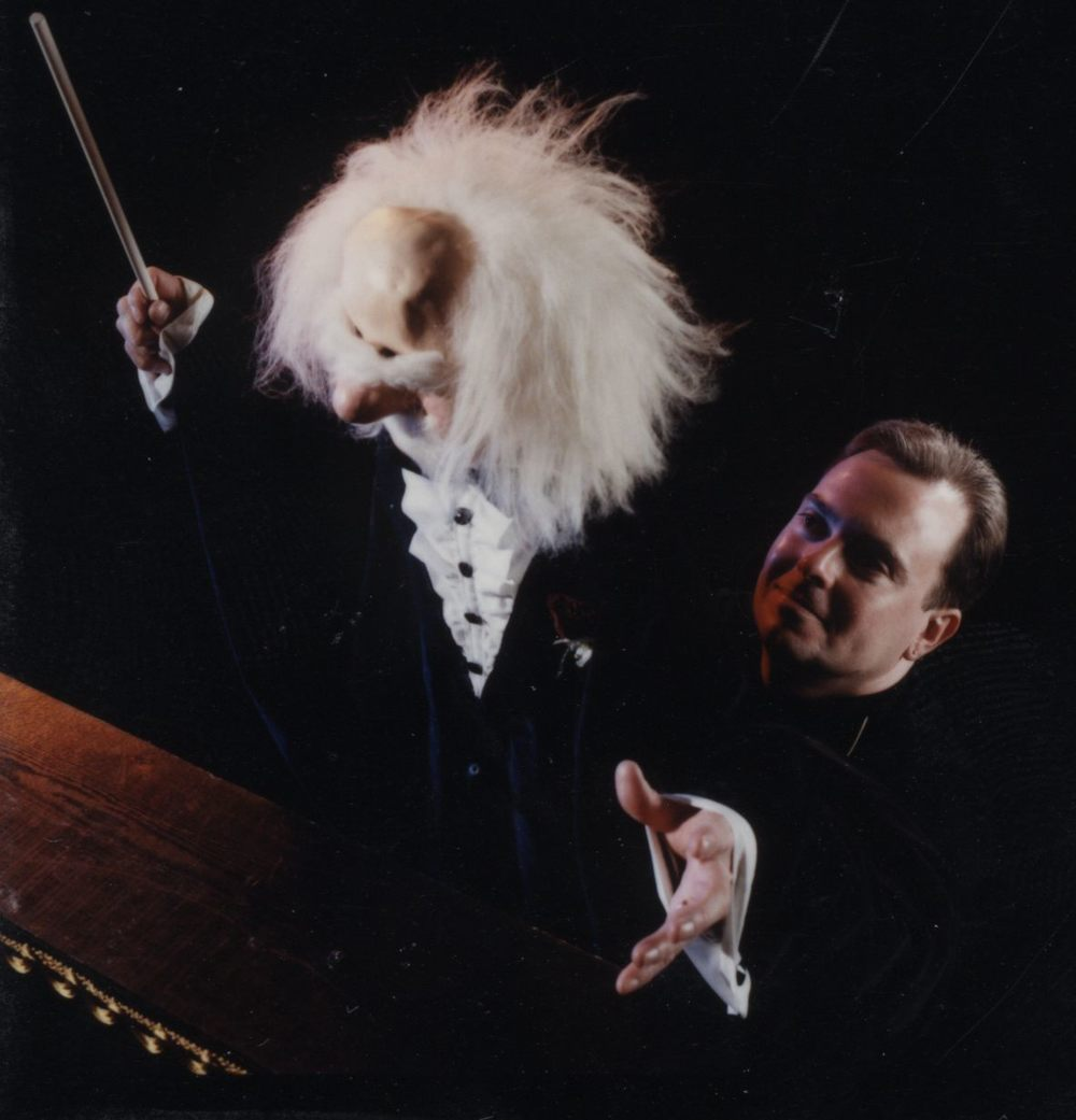 "Wayne Martin Puppets ""Conductor Baron von Ham-in-a-Can"" with Wayne"