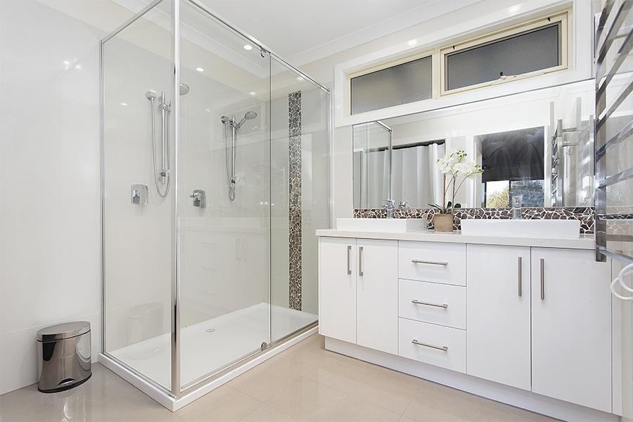 Emerald Ridge Cottage Bathroom