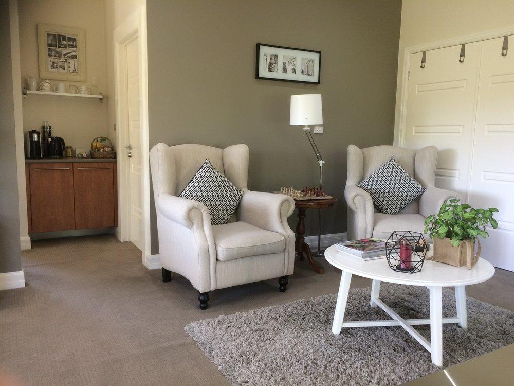 Emerald Ridge Guesty Room Lounge