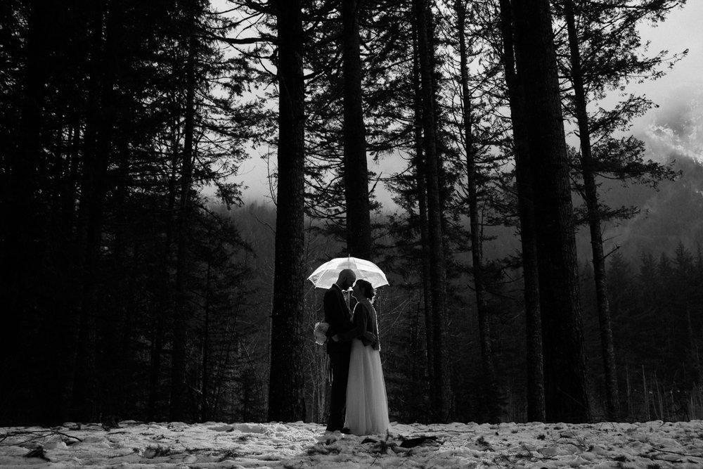 Winter-Snoqualmie-Elopement-Wedding-Photographer-9668.jpg