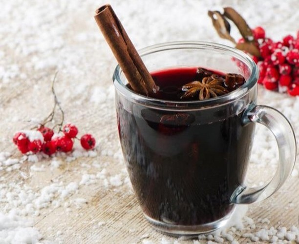 There isn't a lot I love about winter, but Gluhwein would have to be up there 💃 After working on TVSN today I'm kicking back with my favourite mulled wine, soaking up the spices, cinnamon sticks, orange rind and star anise 🤩 Winter heaven, and recharging those batteries for tomorrow's 1.30pm show 📺 #mulledwine #gluhwein #favouritewinterdrink #chilltime