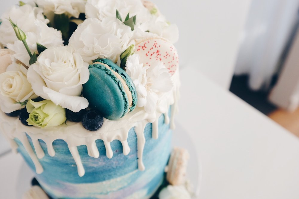 Blue and white watercolour cake with macarons