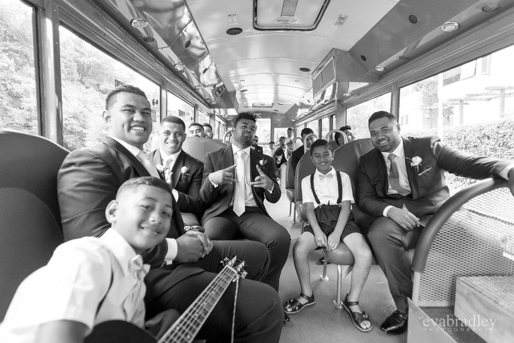 art-deco-bus-hawkes-bay-wedding-photographers