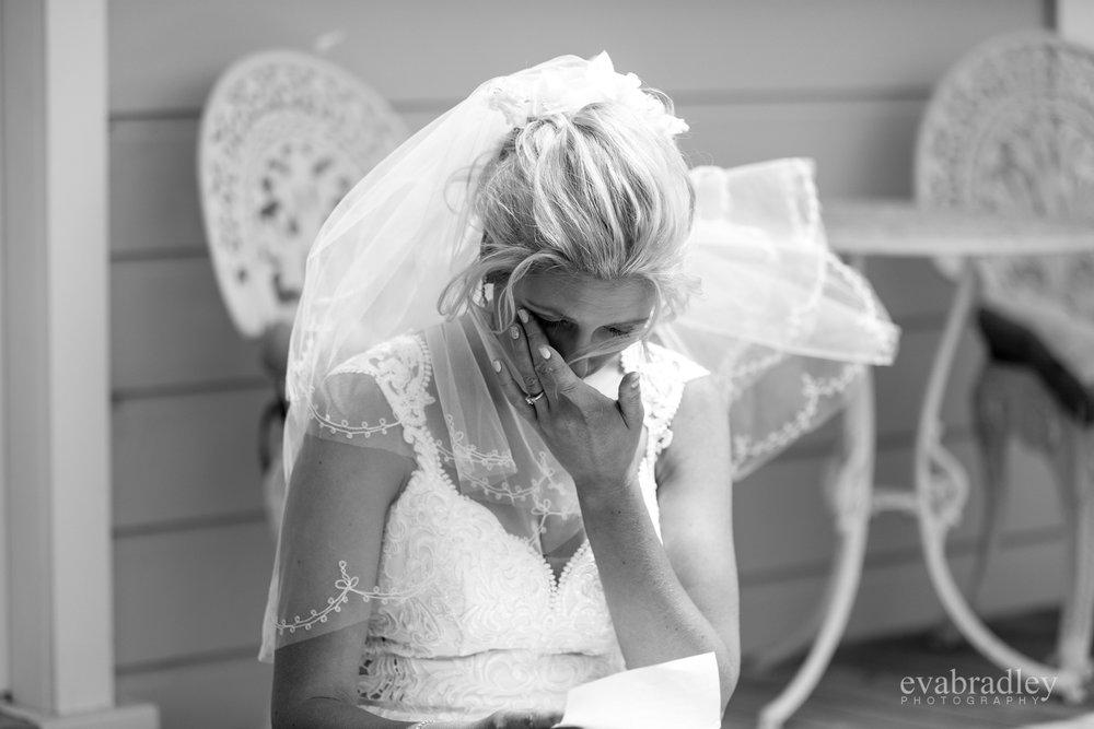 bride-reading-letter-nz
