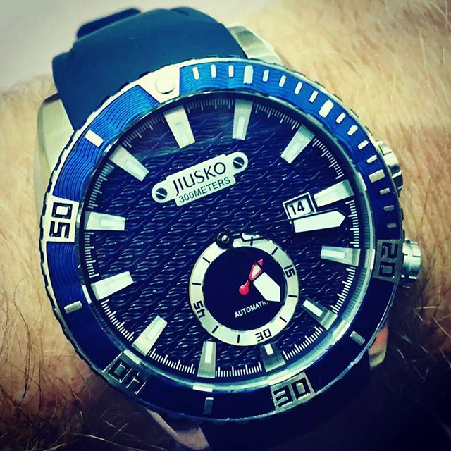 New for 2016 300M #dive watch from #jiusko. More on East Watch Review soon (link in bio). --------------------------------------------------- Follow EWR for watch industry news, high quality watch photos, hands-on reviews, watch giveaways and more from the Far East!  #watch #watches #watchgeek #watchnerd #watchporn #wristporn #wristwatch #swisswatch #dailywatch #watchesofinstagram #swisswatches #watchaddict #lifestyle #timepiece #timepieces #style #china #timegeeks #giveaways #shanghai #vintagewatch #vintagewatches #watchselfie #watchmania #wristgame #watchanish #watchgame #手表 ---------------------------------------------------