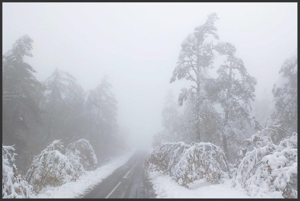 E assim se pôs a serra da Nogueira da noite pr'ó dia. À porta de casa não tínhamos neve, mas foi só os miúdos saírem da escola e em 15 minutos estávamos aqui. Cores do Canadá e brancura do Alasca num sólocal perto de si?Nordeste Transmontano!