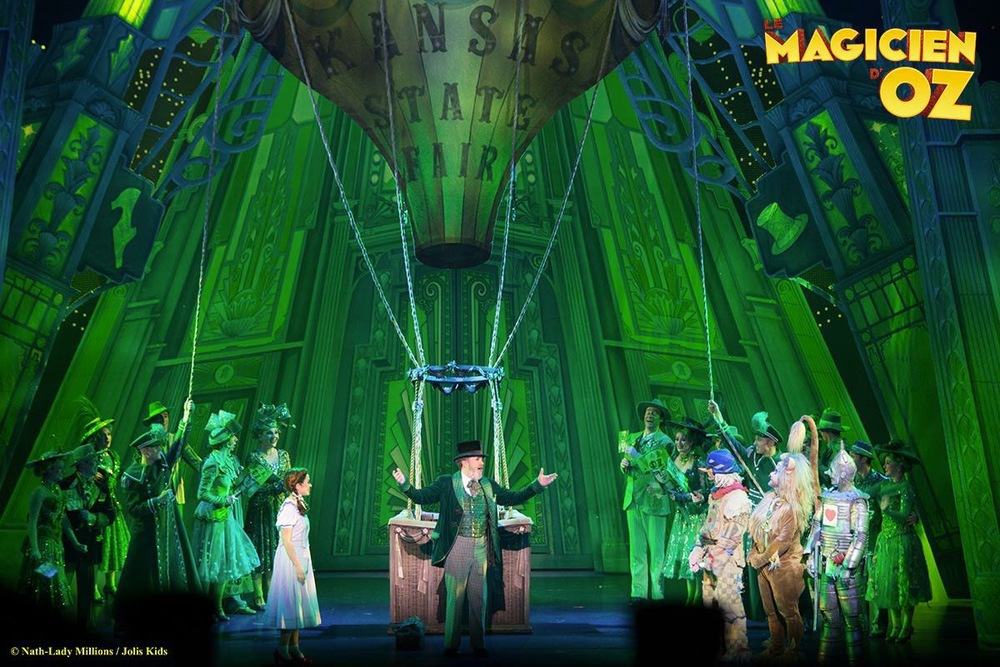 2014, Le Magicien D'Oz, great production photo, Balloon.jpg