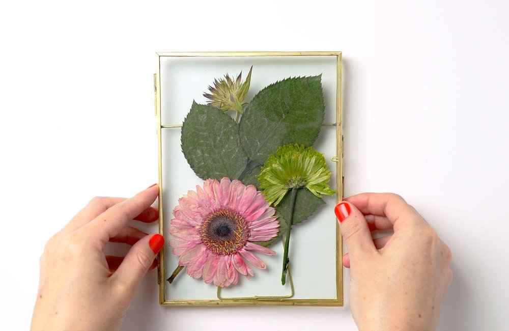 ftd-press-flowers-frame-step3.jpg