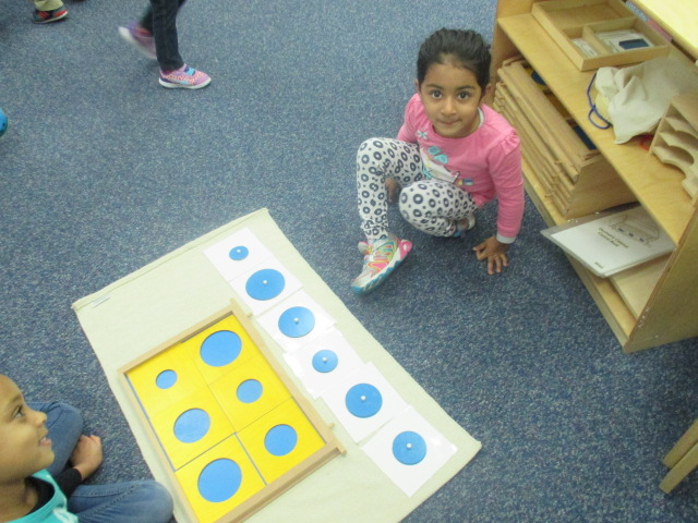A Primary 1 student learned how to grade a basic shape like circle from the largest to the smallest in diameter.