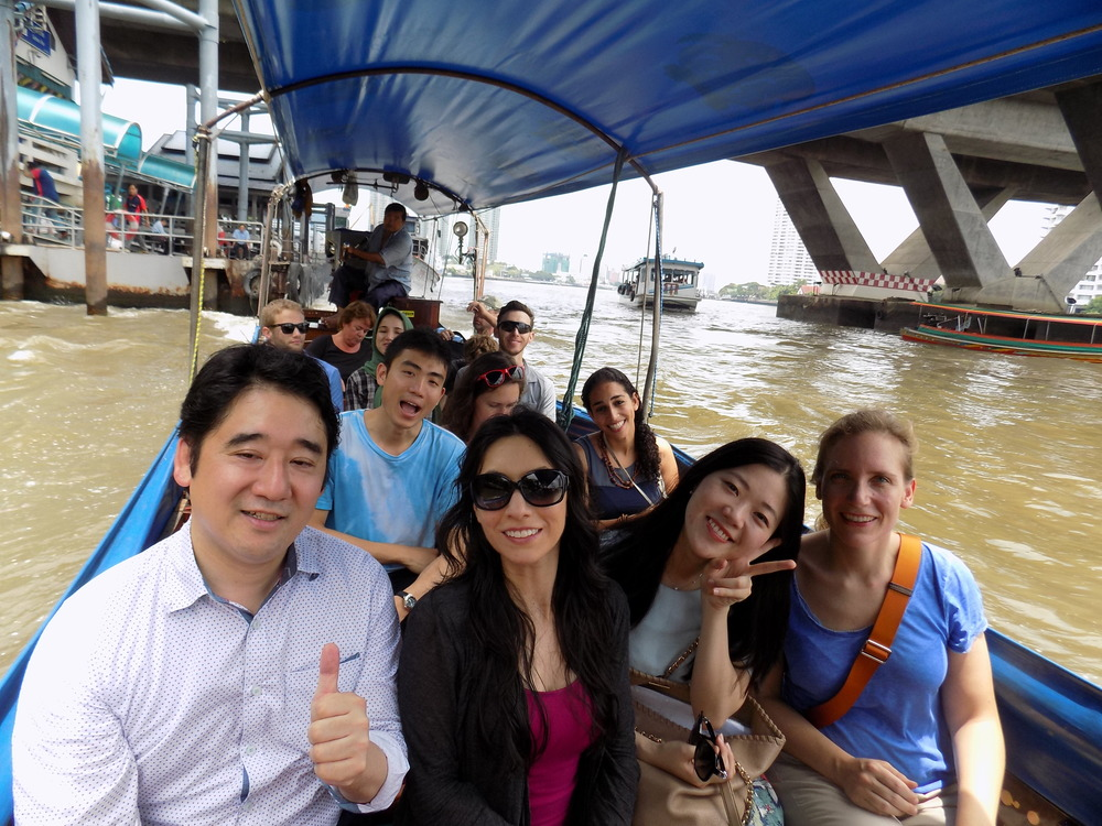 Traveling by boat taxi to the Grand Palace in Bangkok, part 2