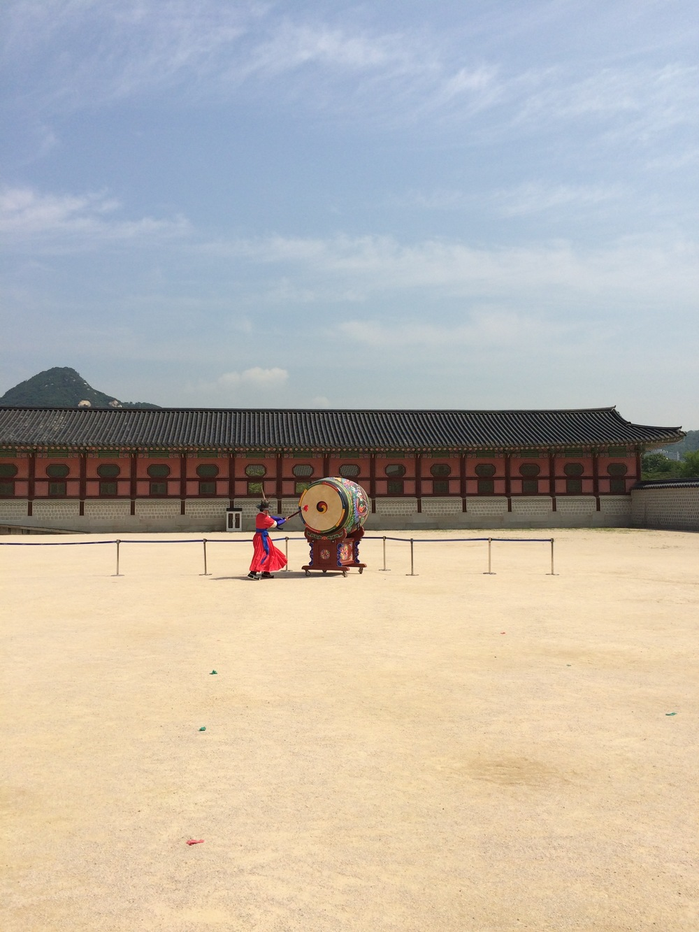 Ceremonial changing of the guard at South Korea's Gyeongbokgung Palace - that drum was awesome!!