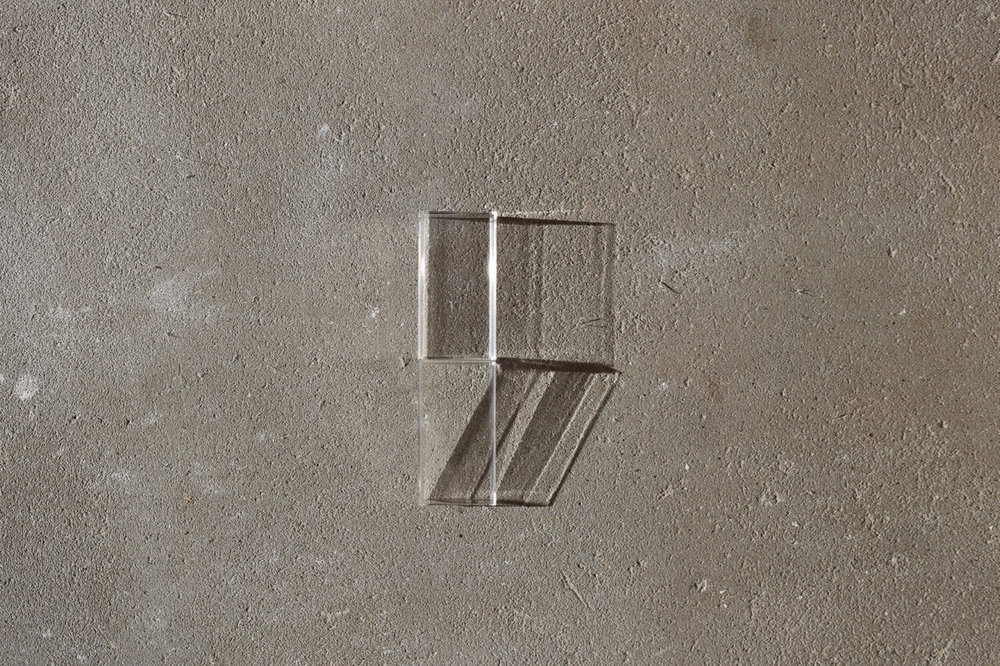 iPod case, concrete, shadow - variation I Mundane 2018