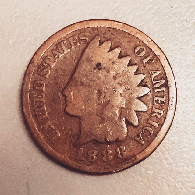 Found this little guy today 😱 #goodluckcharm #bringonthemoney #1888 #indianheadpenny #apennysavedisapennyearned #apennyforyourthoughts #luckypenny #rarebeauty #vintage #old #wow