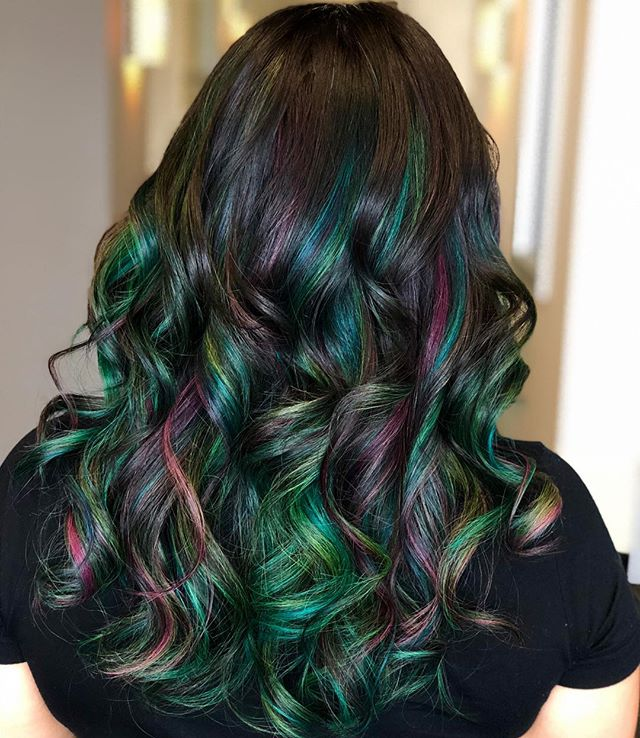 Love this combination of colors! 💚💙💗 #austinhair#austincolorist#atxhair#austinsalon#studiotilee#llee#tilee#pulpriot#aquatic#nightfall#tealhair#pulpriothair#dimensionalbalayage#dimensionalhaircolor#schwarzkopf#blondeme#olaplex#behindthechair#imallaboutdahair#hotd#hairof2018#gorgeoushair#tousledwaves#pulpriothaircolor#pulpriot#.