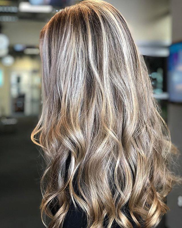 Champagne Blonde tones ✨ #studiotilee#tilee#llee#dimensionalblonde#blonde#blondehair#olaplex#redkenshadeseq#redken#goldenblonde#ashblonde#behindthechair#imallaboutdahair#longhairdontcare#longlayers#tousledwaves#gorgeoushair#hotd#hairof2019#solasalon#modernsalon#.