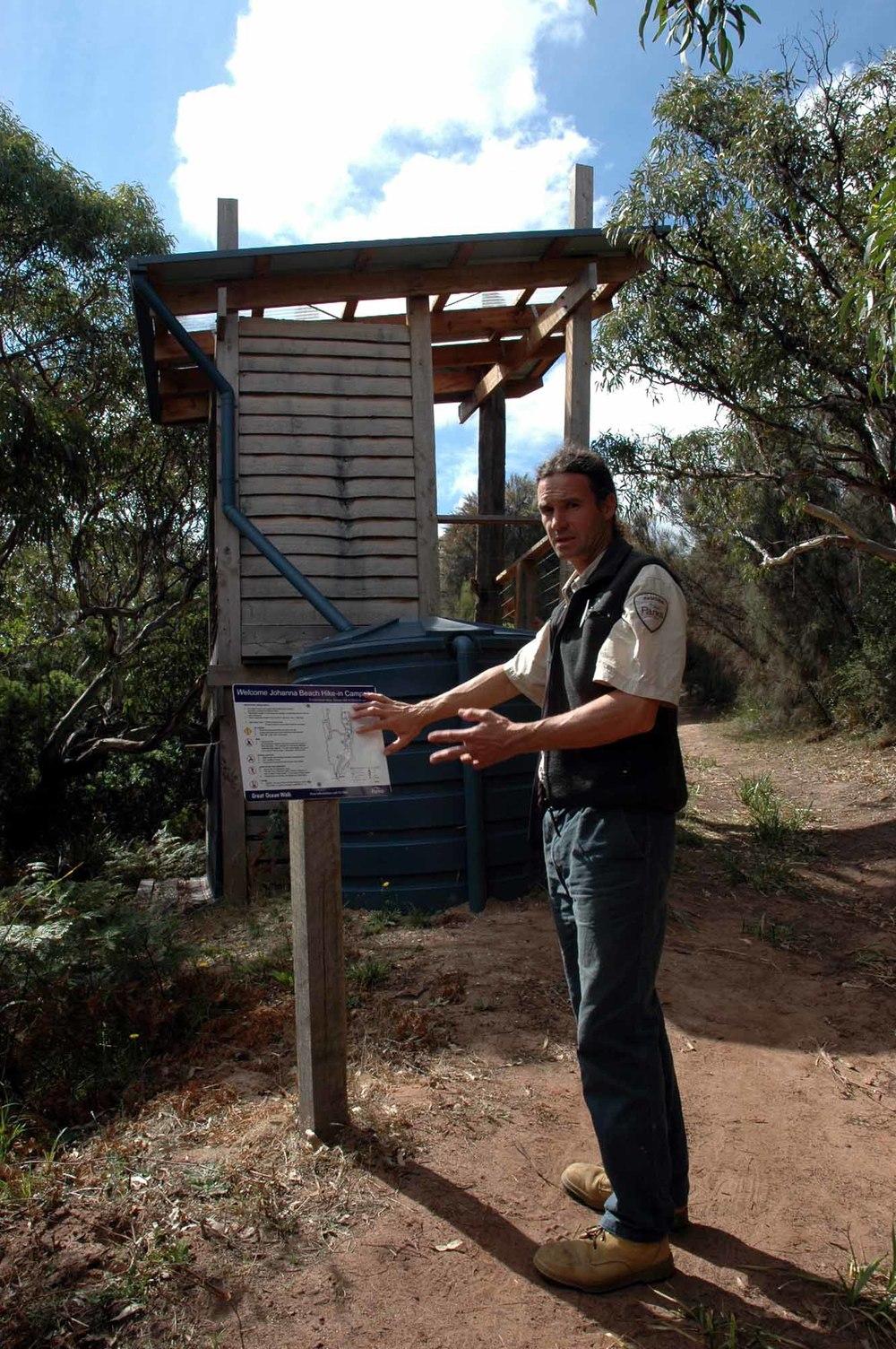 Brett Manders erklärt die Camp-Regeln