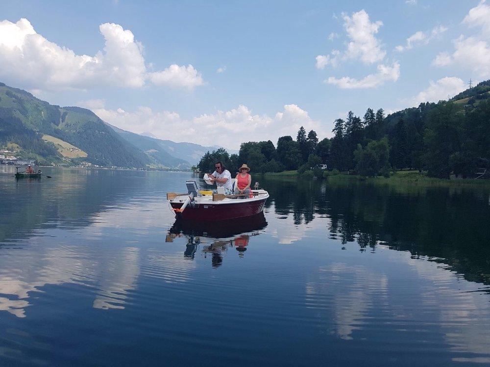 Still ruht der See vor wunderschönem Bergpanorama